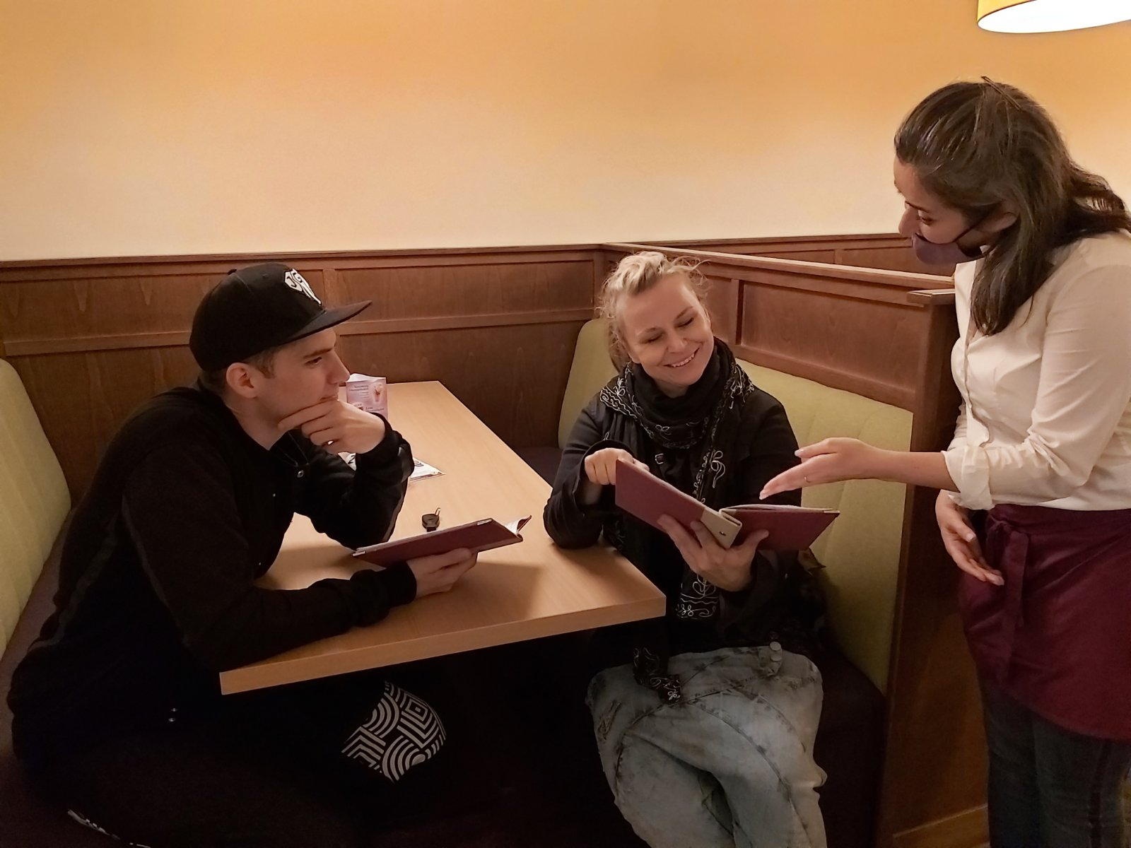 Szirtes Edina Mókus Jammal a Napfényes Étteremben
